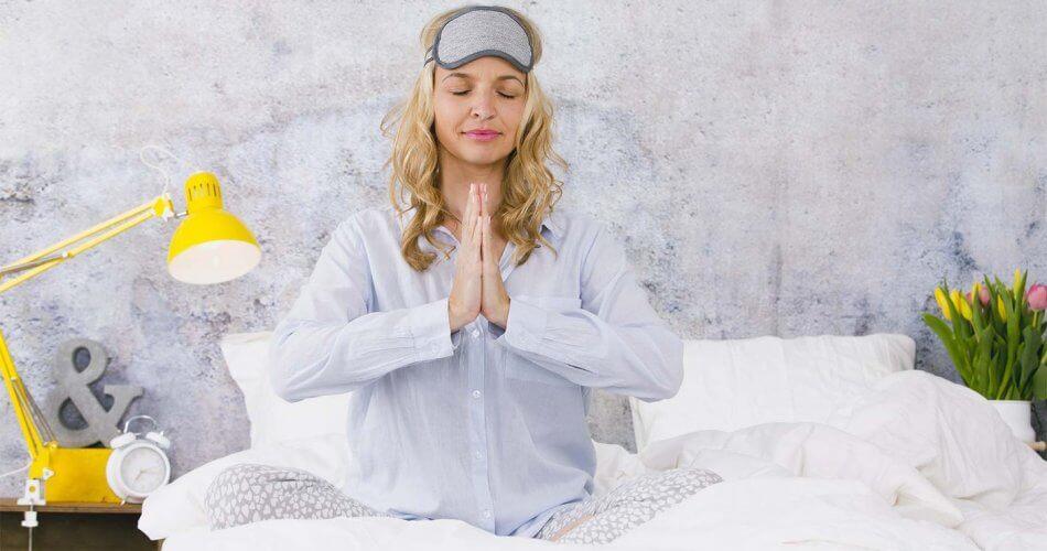 4 alongamentos de ioga para uma boa noite de sono